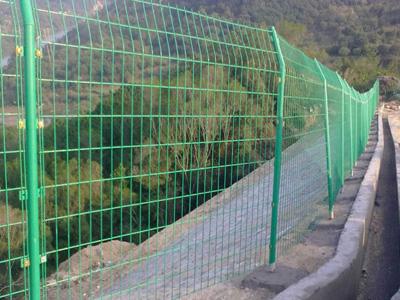 公路护栏网使用效果