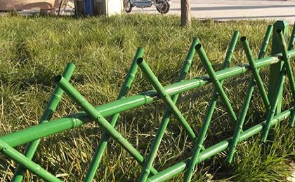 草坪仿竹护栏